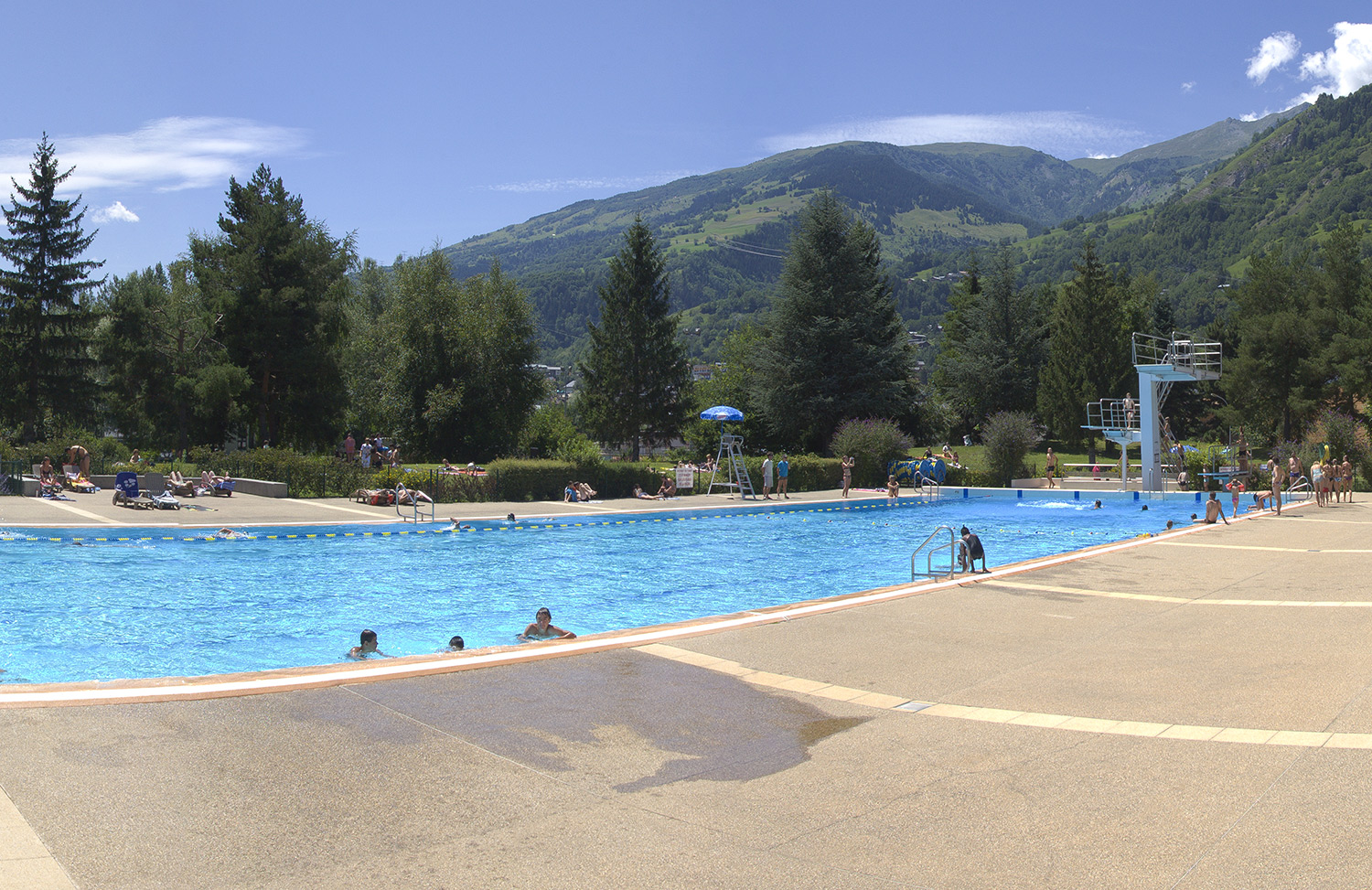 Mairie de bourg saint maurice piscine for Piscine saintes